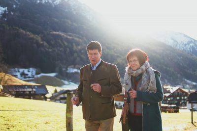 Klaus King und Bergith Hornbacher-Burgstaller im Gespräch bei Rubi, Oberstdorf